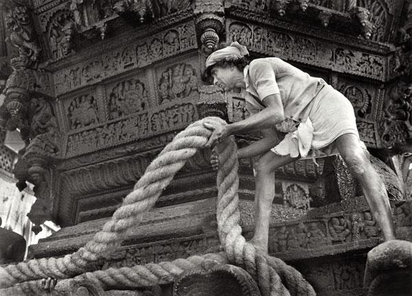 Tu vois, tu te muscles le corps avec une corde ! ... Ok, mauvais exemple :p